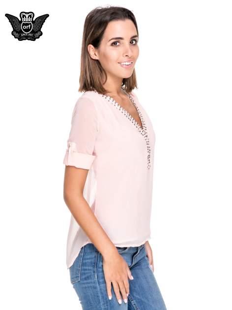 Różowa koszula z transparentnymi rękawami i dżetami przy dekolcie                                  zdj.                                  5