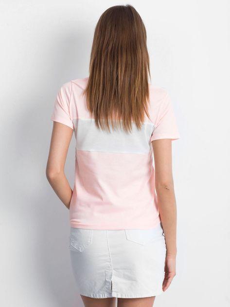 Różowa koszulka polo z napisem                              zdj.                              2
