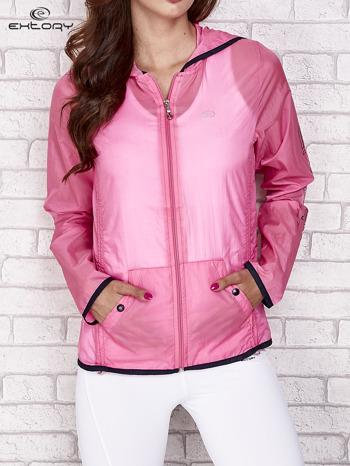 Różowa kurtka wiatrówka z czarnym wykończeniem                                  zdj.                                  2