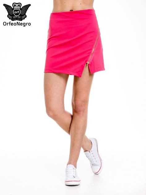 Różowa minispódnica z asymetrycznym suwakiem