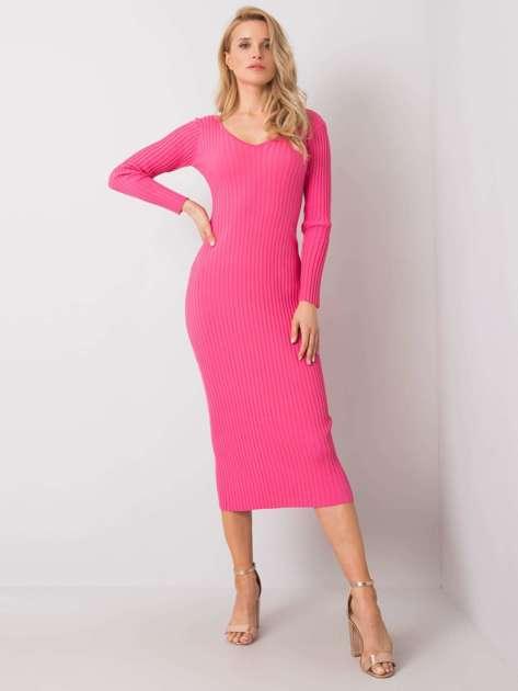 Różowa sukienka dopasowana Anette