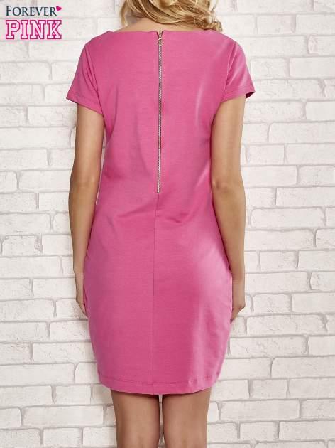 Różowa sukienka dresowa o prostym kroju                                  zdj.                                  2