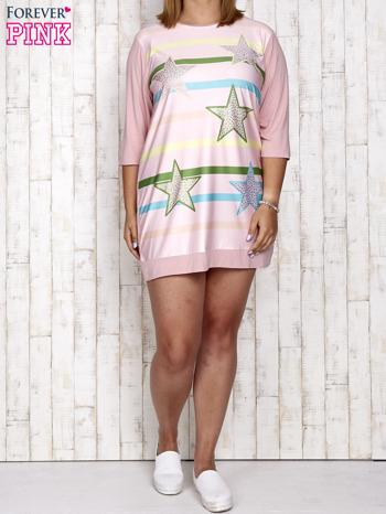 Różowa sukienka dresowa z nadrukiem gwiazd PLUS SIZE                                  zdj.                                  4