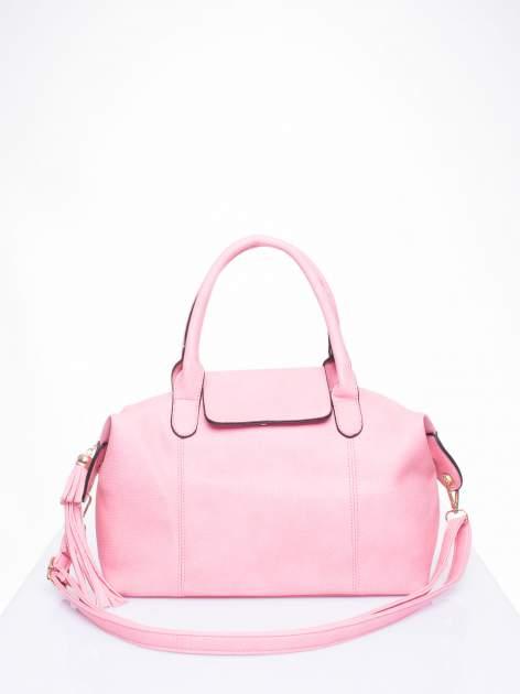 Różowa torba z klapką i odpinanym paskiem