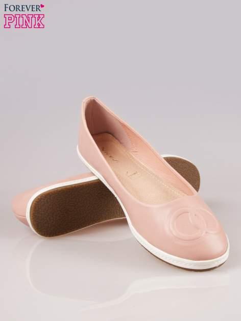Różowe baleriny Sunny ze smukłym noskiem na kontrastowej podeszwie                                  zdj.                                  4