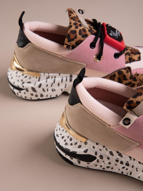 Różowe buty sportowe na podwyższeniu z kolorową podeszwą i motywem w panterkę                              zdj.                              4