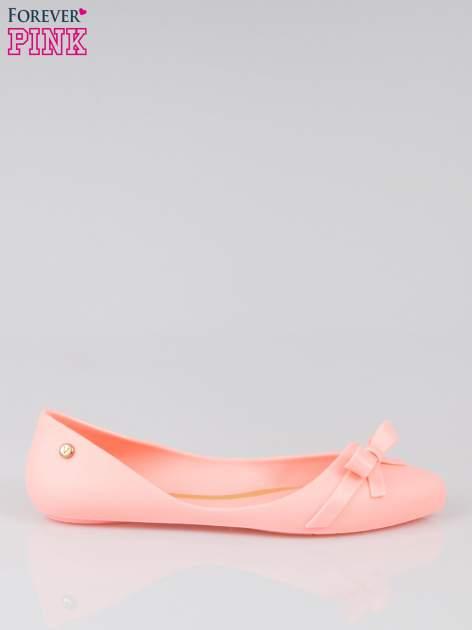 Różowe gumowe balerinki z kokardką                                  zdj.                                  1