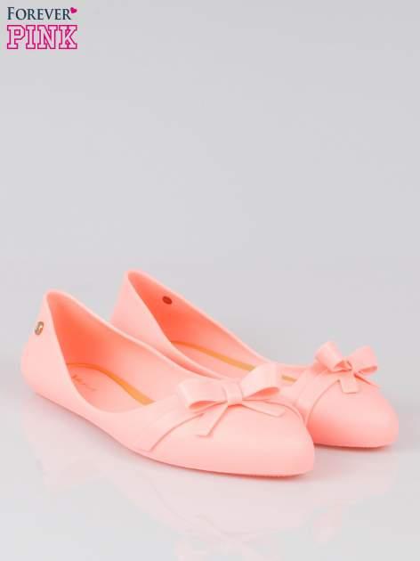 Różowe gumowe balerinki z kokardką                                  zdj.                                  2