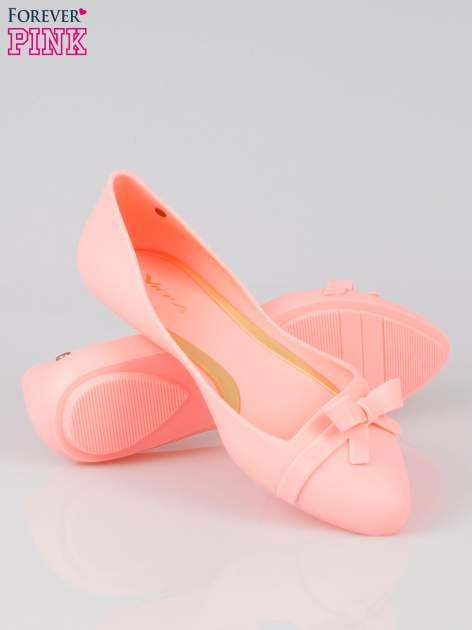 Różowe gumowe balerinki z kokardką                                  zdj.                                  4