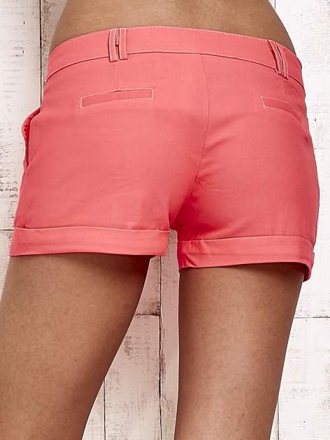 Różowe materiałowe szorty z podwijaną nogawką                                  zdj.                                  2