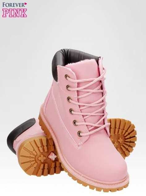 Różowe ocieplane traperki damskie z kontrastowym kołnierzem                                  zdj.                                  4
