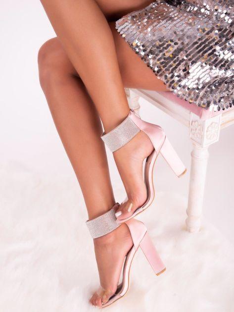 Różowe satynowe sandały z biżuteryjną opaską dookoła kostki                              zdj.                              5