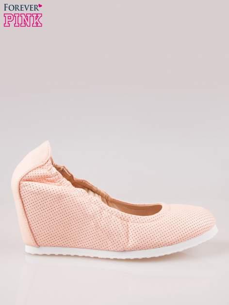 Różowe siateczkowe buty na koturnie                                  zdj.                                  1