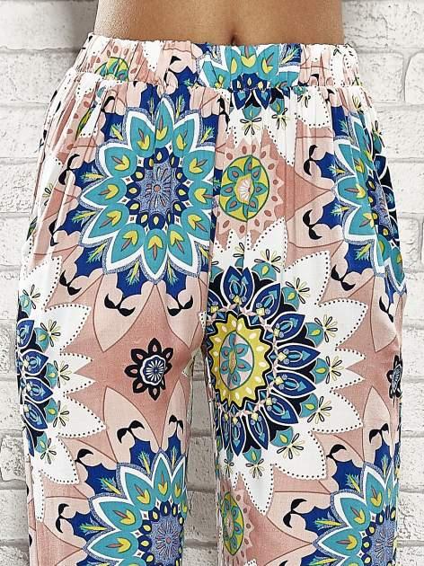 Różowe spodnie dzwony w etniczne wzory                                  zdj.                                  5