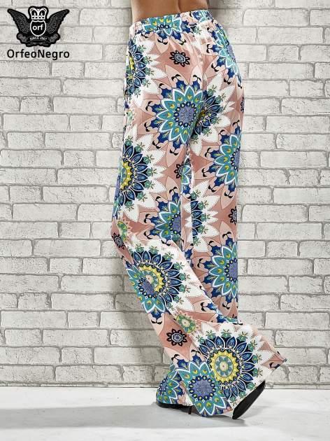 Różowe spodnie dzwony w etniczne wzory                                  zdj.                                  2
