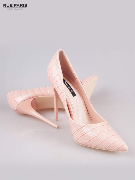Różowe szpilki z lakierowanej skóry krokodyla                                  zdj.                                  4