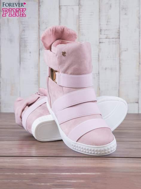 Różowe zamszowe sneakersy bandage z klamerką                                  zdj.                                  4