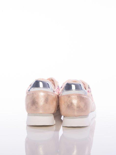 Różowoperłowe buty sportowe Vinceza z kwiatowym motywem na boku cholewki                                  zdj.                                  3