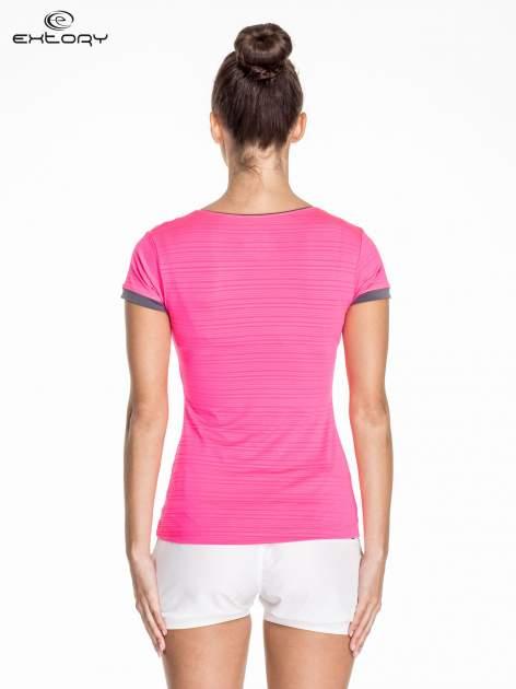 Różowy damski t-shirt sportowy w paski z lamówką                                  zdj.                                  4