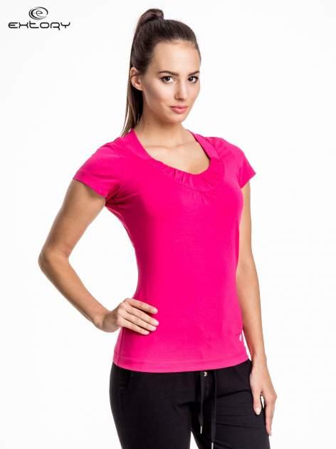 Rózowy damski t-shirt sportowy z marszczonym dekoltem                                  zdj.                                  1