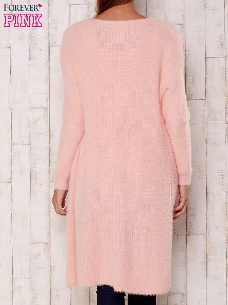 Różowy długi puszysty sweter                                  zdj.                                  4