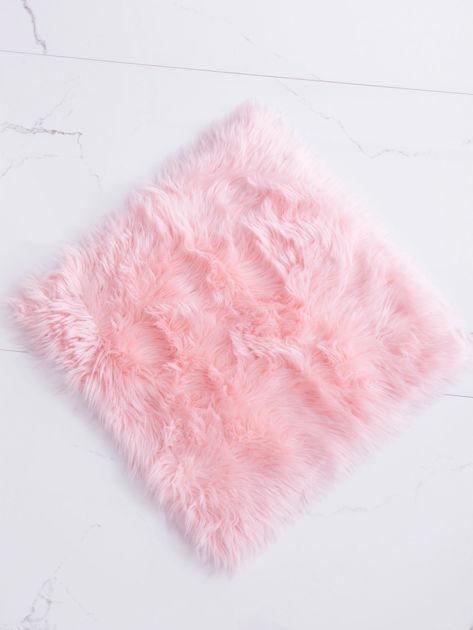 Różowy futrzany dywan                              zdj.                              4