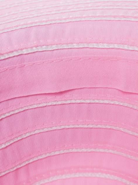Różowy kapelusz słomiany z dużym rondem i drobnymi paskami                                  zdj.                                  5