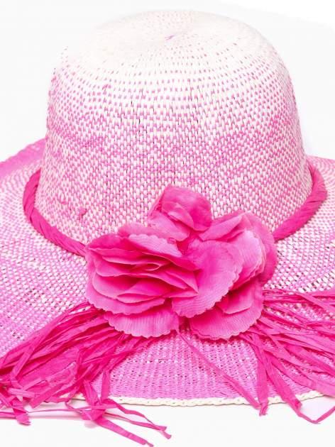 Różowy kapelusz słomiany z dużym rondem i kwiatem                                  zdj.                                  7