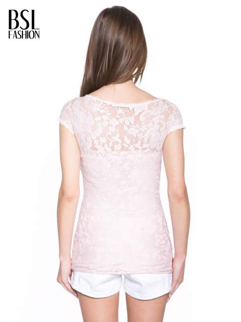 Różowy koronkowy t-shirt z głębokim dekoltem                                  zdj.                                  4
