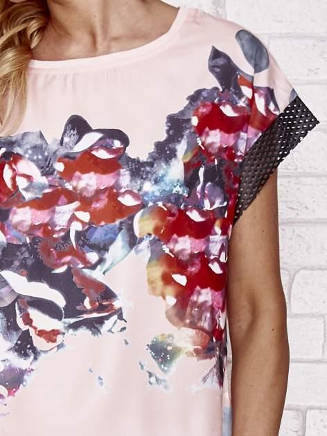 Różowy kwiatowy t-shirt ze skórzanymi rękawami                                  zdj.                                  5