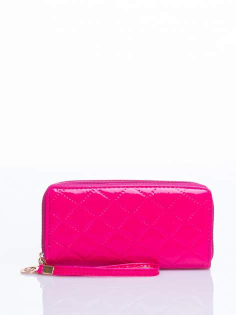 Różowy lakierowany pikowany portfel