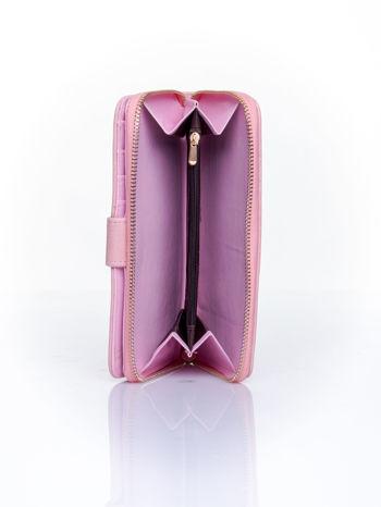 Różowy pikowany portfel ze złotym suwakiem                                  zdj.                                  4