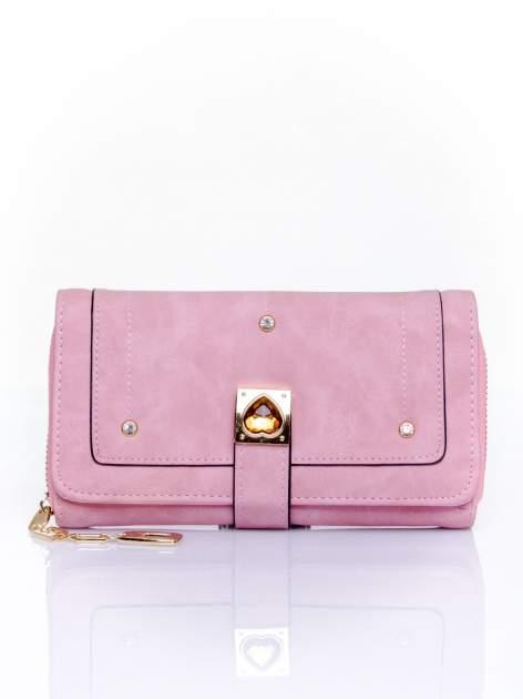Różowy portfel z dżetami i ozdobnym zapięciem                                  zdj.                                  1