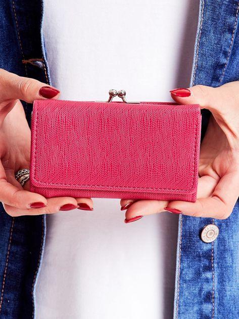 Różowy portfel z zapięciem na bigiel