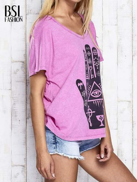 Różowy t-shirt oversize z orientalnym nadrukiem                                  zdj.                                  4