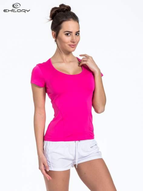 Różowy t-shirt sportowy basic z dekoltem U                                  zdj.                                  3