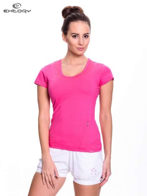 Różowy t-shirt sportowy z przeszyciem przy dekolcie i kieszonką