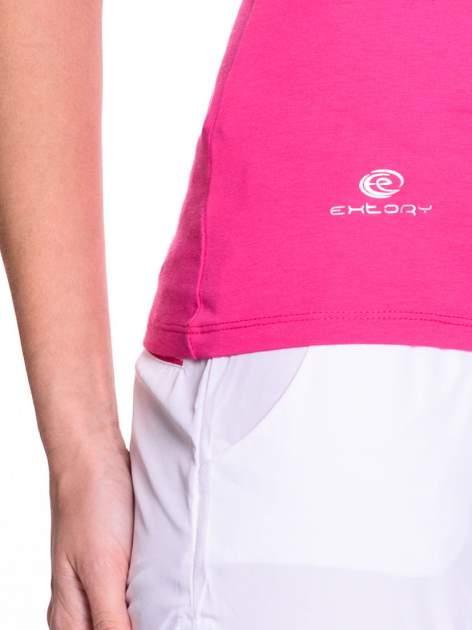 Różowy t-shirt sportowy z przeszyciem przy dekolcie i kieszonką                                  zdj.                                  5