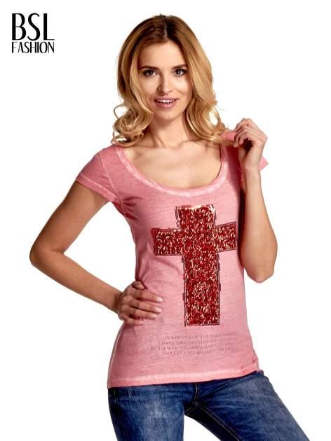 Różowy t-shirt z cekinowym krzyżem