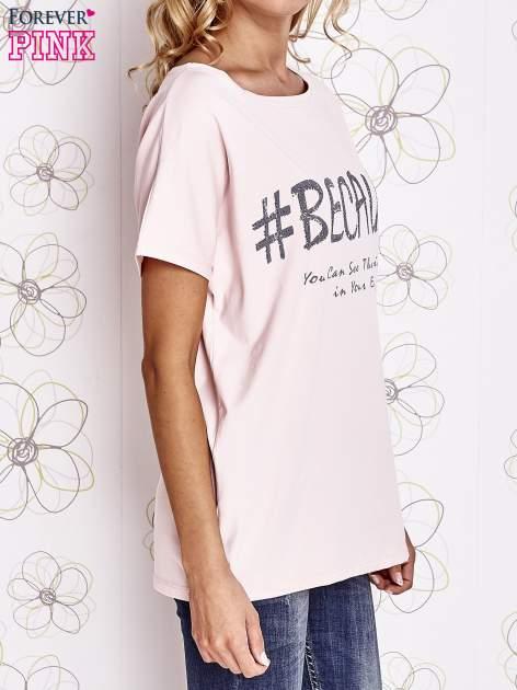 Różowy t-shirt z hashtagiem #BECAUSE                                  zdj.                                  3