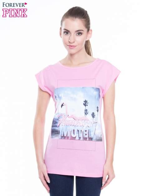 Różowy t-shirt z nadrukiem FLAMINGO MOTEL                                  zdj.                                  1
