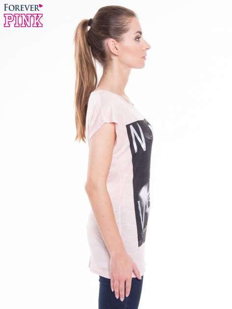 Różowy t-shirt z nadrukiem kobiety i napisem NEVER DOUBT                                  zdj.                                  2