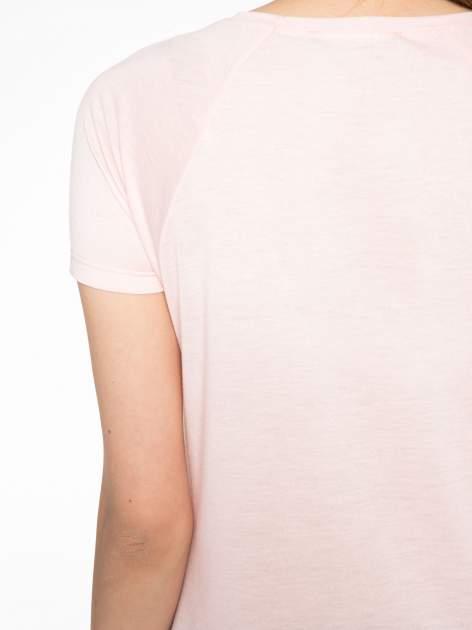 Różowy t-shirt z nadrukiem pejzażu i napisem EXQUISTE z dżetami                                  zdj.                                  9