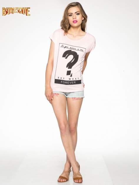 Różowy t-shirt z napisem DO YOU BELIEVE IN LOVE?                                  zdj.                                  2