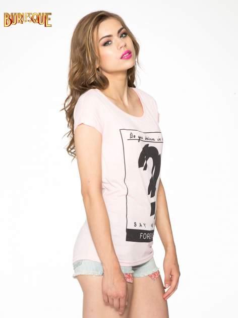 Różowy t-shirt z napisem DO YOU BELIEVE IN LOVE?                                  zdj.                                  3