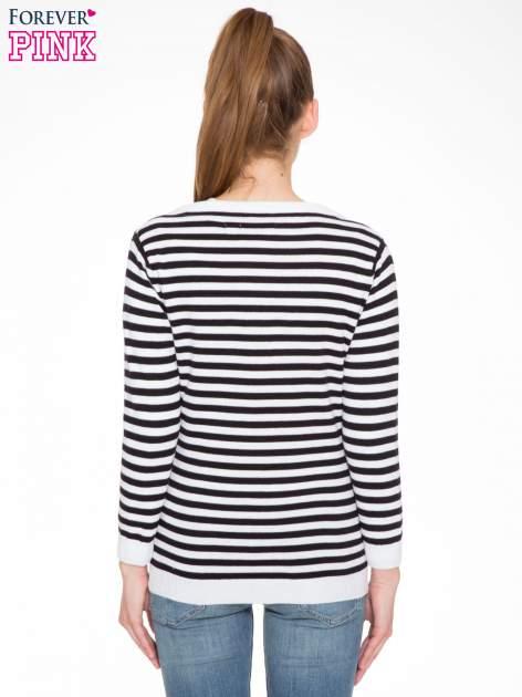 Rozpinany sweter w biało-czarne paski z kieszonkami po bokach                                  zdj.                                  4