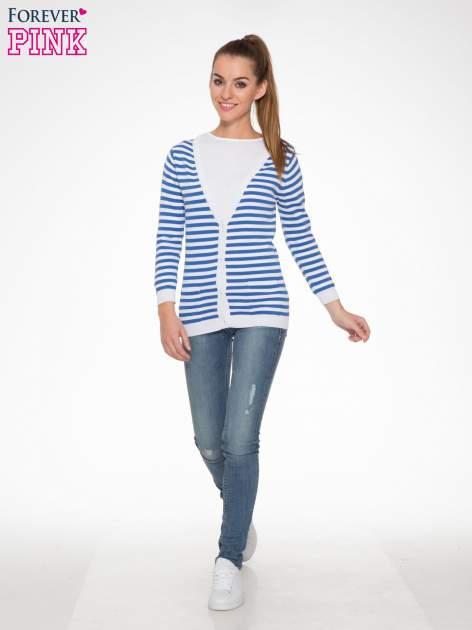 Rozpinany sweter w biało-niebieskie paski z kieszonkami po bokach                                  zdj.                                  2