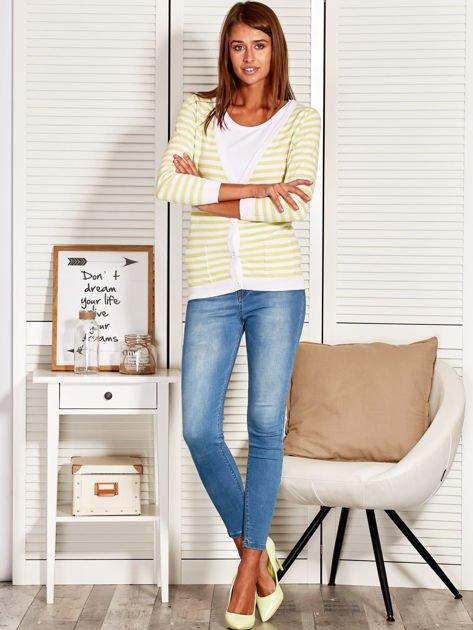 Rozpinany sweter w biało-żółte paski z kieszonkami po bokach                                  zdj.                                  4