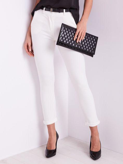 Białe spodnie damskie                              zdj.                              4