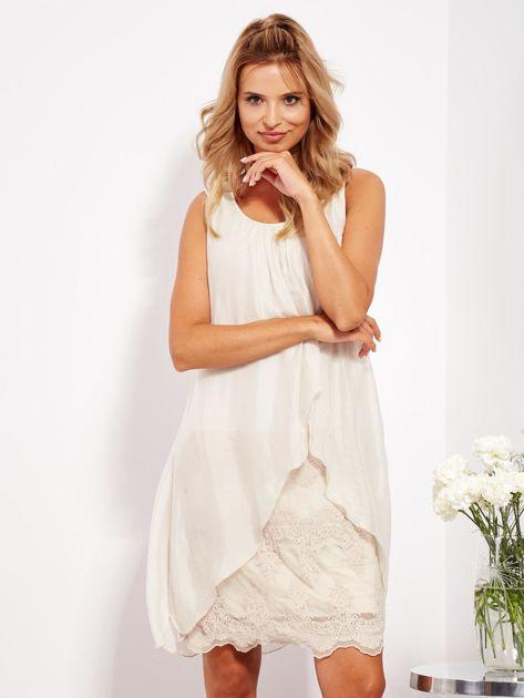 SCANDEZZA Jasnobeżowa sukienka z jedwabną warstwą                              zdj.                              3